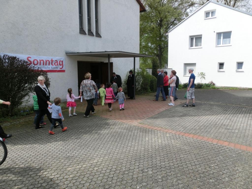 Einzug der Kinder in die Kirche